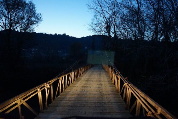 Offroad durch Albanien marode Hängebrücke