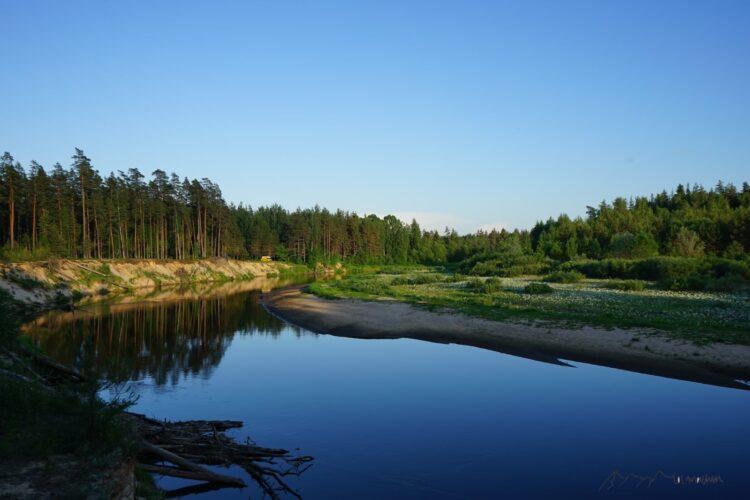 Am Gauja Ufer können wir in schöner Natur stehen