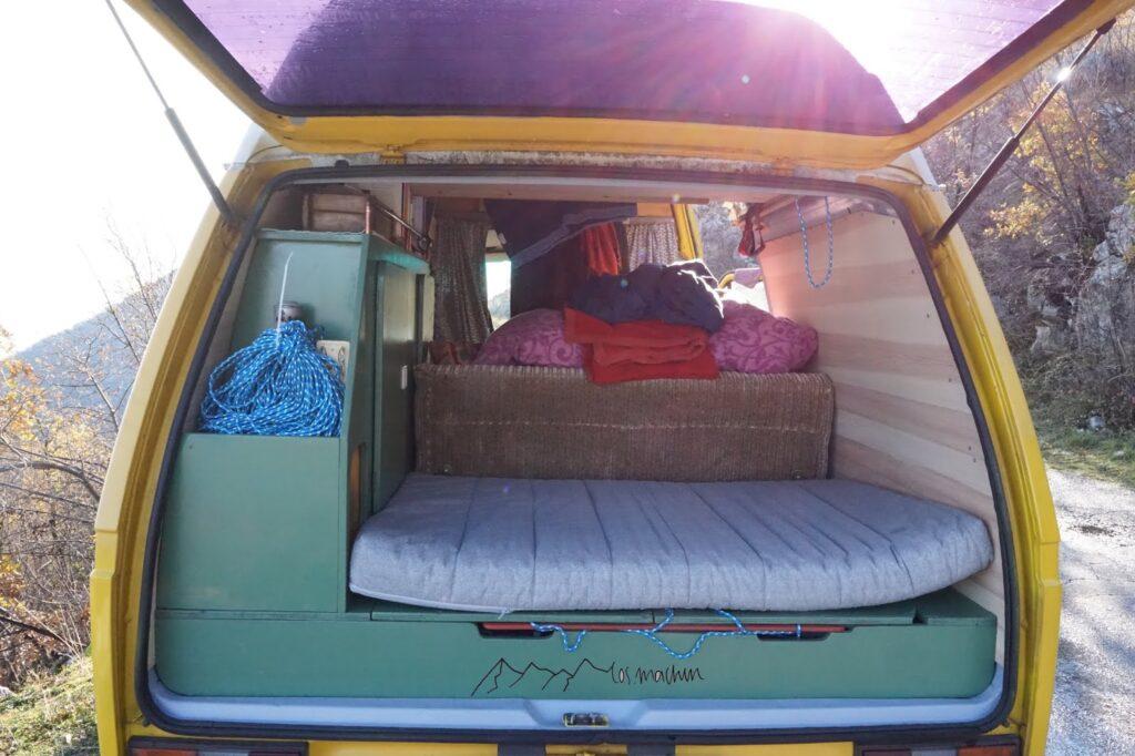Reisemobil: Innenraum hinten