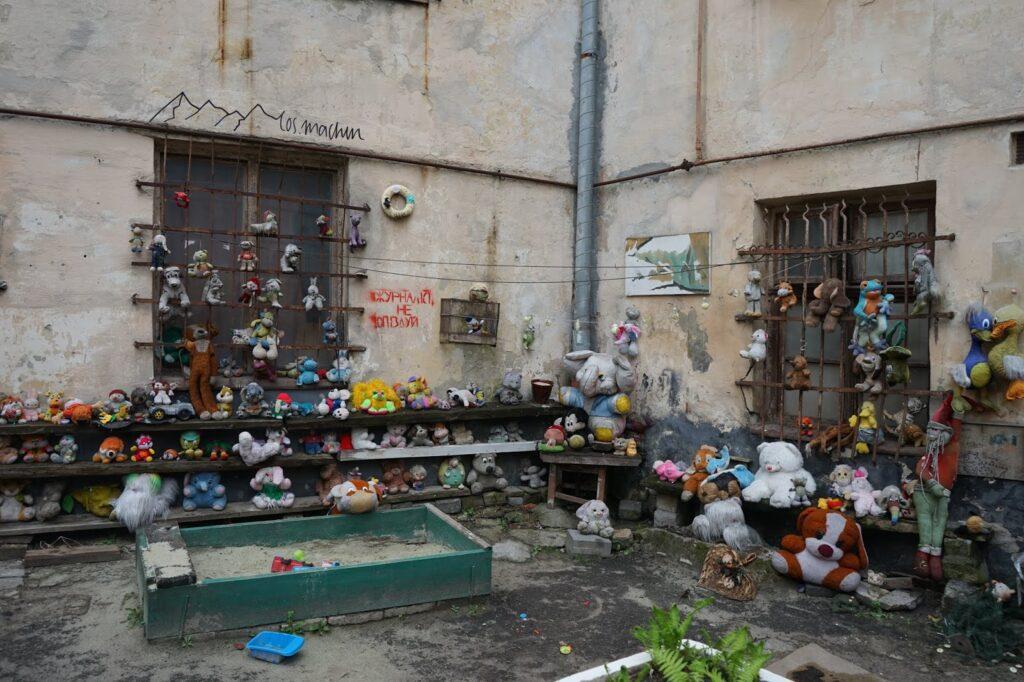 Roadtrip Lviv: Secret Place Backyard
