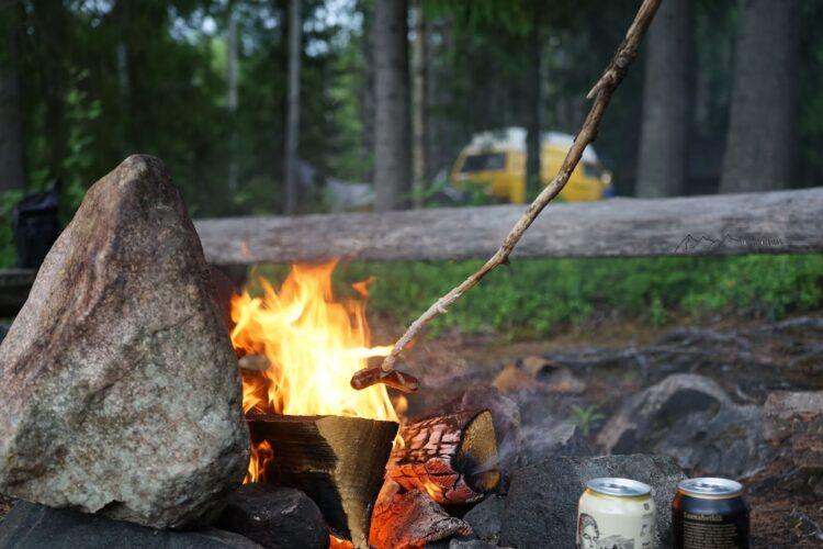 Lagerfeuer und Grillen gehören zu den schönsten Momenten