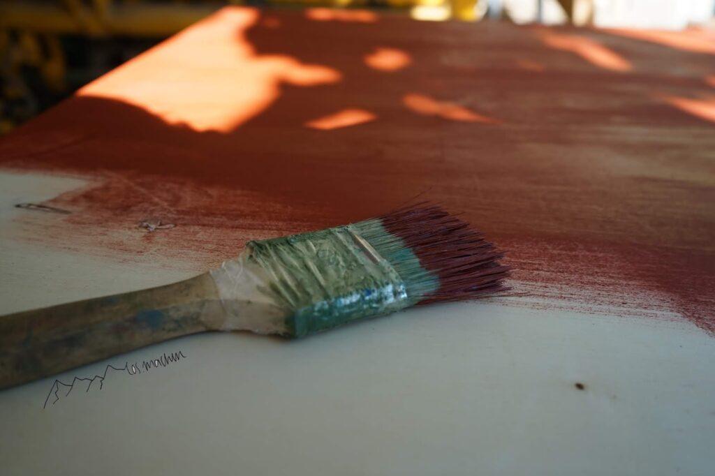 Rote Farbe streichen