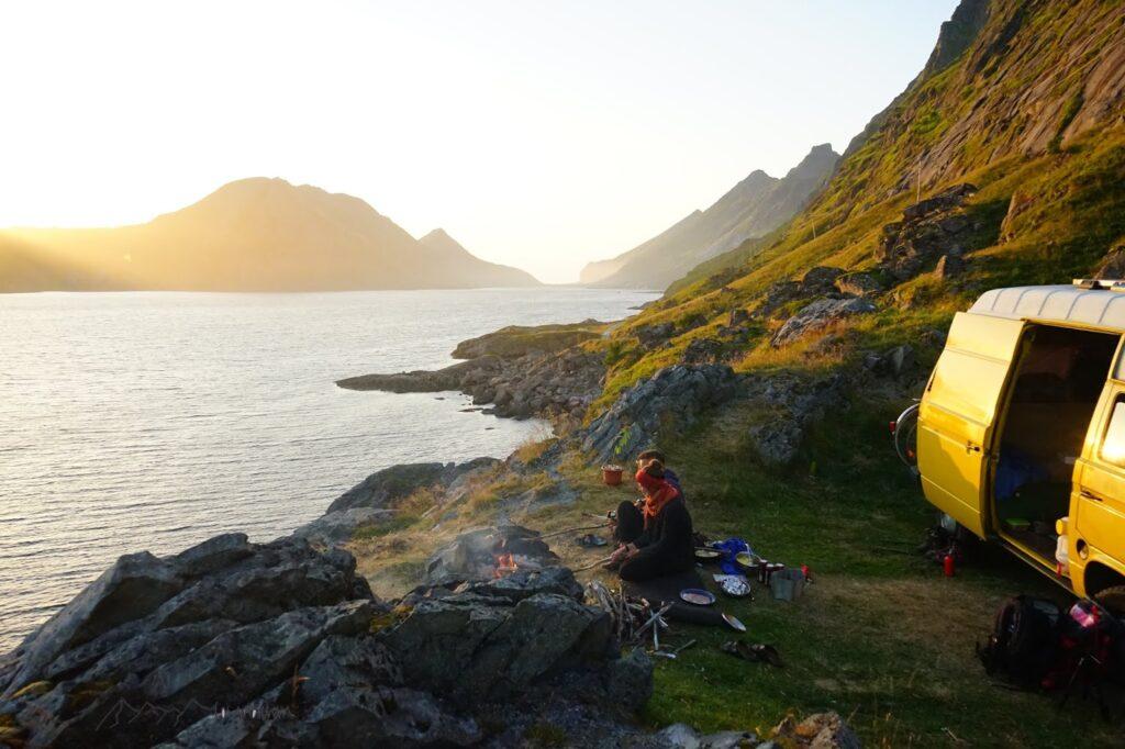 Roadtrip Lofoten: Abendstimmung am Fjord