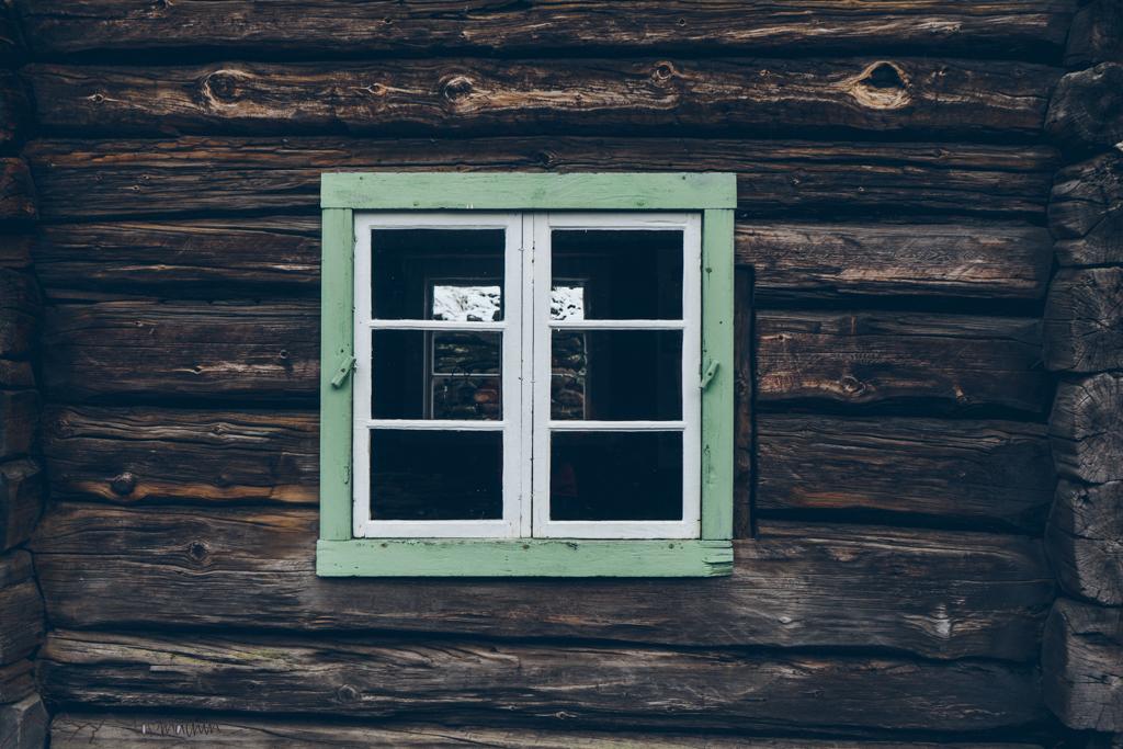 Roadtrip Norwegen: Holzfenster in Røros