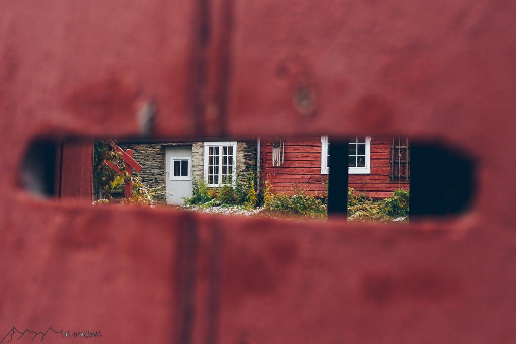 Roadtrip Norwegen: Blick in den Hinterhof in Røros