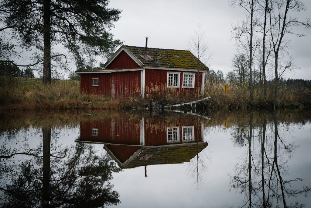Haus am See spiegelt sich